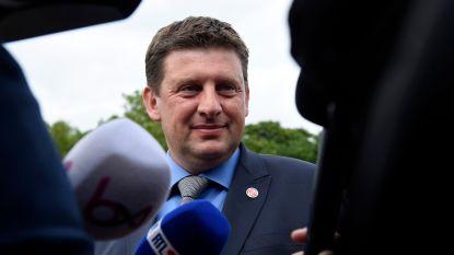 Sp.a-voorzitter Crombez biedt ontslag aan. Partij opteert dan toch voor oppositie