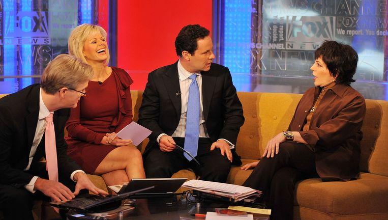 Gretchen Carlson (tweede van links) als Fox-presentatrice in 2011. Rechts Liza Minelli. Beeld Getty Images
