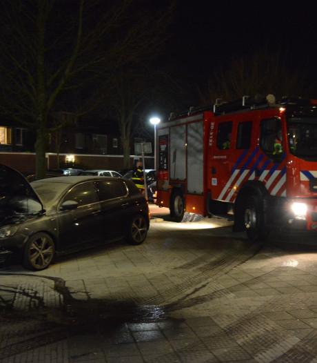 Autobrand bij flat aan Heusdenhoutsestraat in Breda