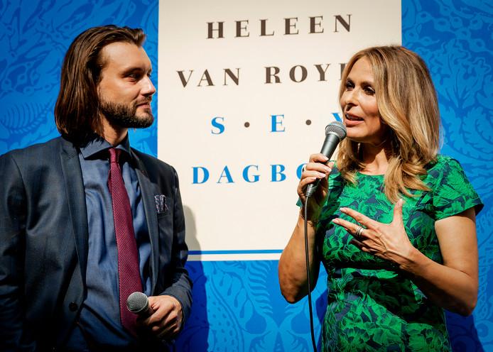 Heleen van Royen bij de presentatie van haar 'Sexdagboek', waarin ze een jaar lang seks met haar vriend Bart (links) beschrijft.