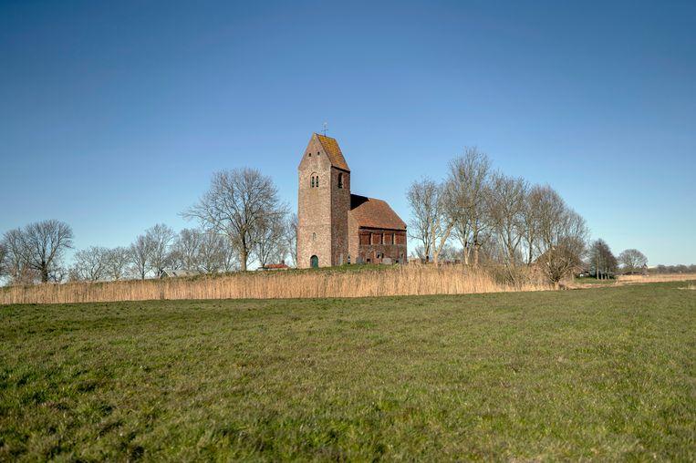 De Mauritiuskerk in Marsum dateert uit de 12de eeuw en daarmee behoort tot de oudste bakstenen kerken in de provincie Groningen. Beeld Dirk-Jan Visser