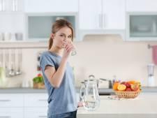 Met deze 5 tips lukt het eindelijk om meer water te drinken
