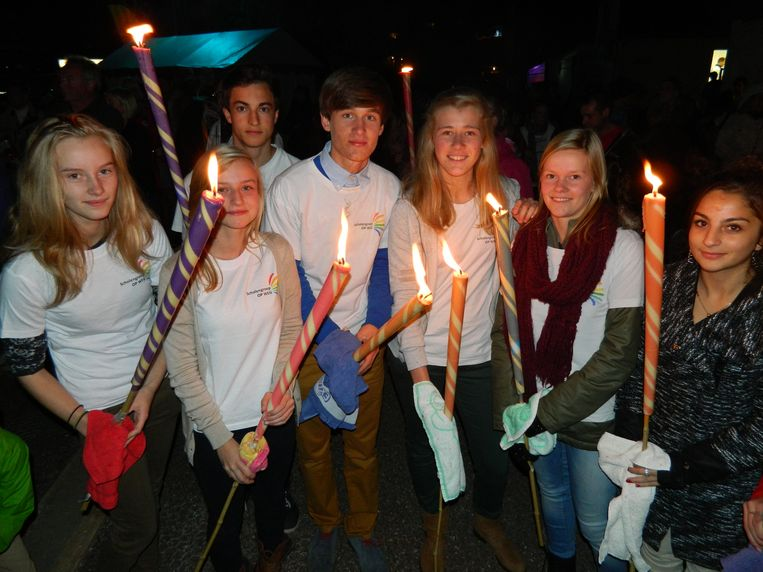 Een beeld van Levensloop Aalter 2013. 's Avonds is er ook een kaarsenceremonie.