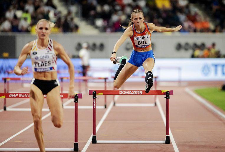 Femke Bol in actie op de halve finales van de 400 meter horden op de wereldkampioenschappen Atletiek.  Beeld ANP