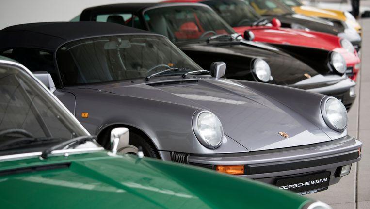 Oldtimer Porsches in het Porsche-museum in Stuttgart.