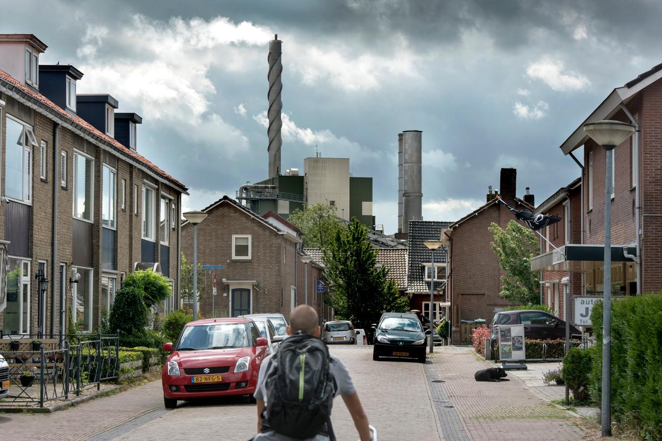 De papierfabriek van Parenco domineert de skyline van Renkum.