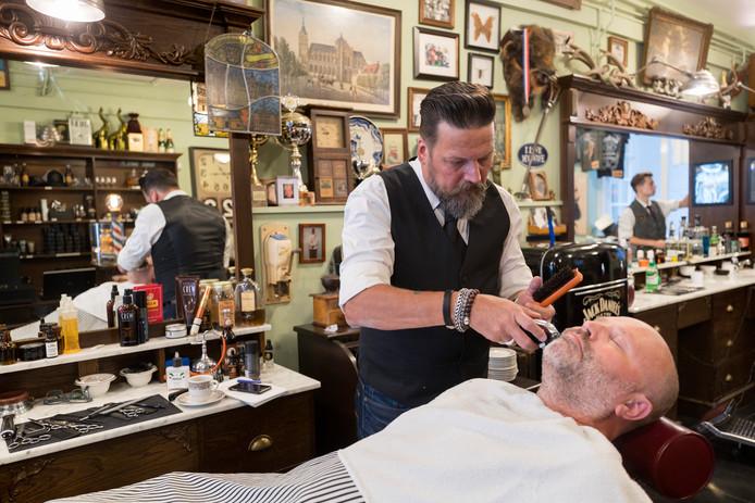 Vrijwel overal is er een barbier te vinden voor een scheer- en knipbeurt. Den Bosch kent Kings Barbers en Ricky's Barber Shop. In Tilburg is de Meesterbarbier en ook in Uden en Oss zijn barbiers gevestigd.
