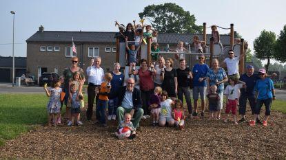 Bier en speeltuigen voor 50 jaar Warandewijk