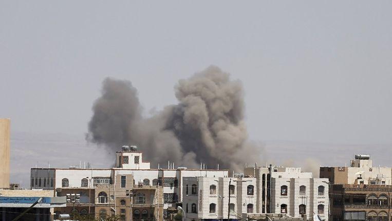 Een Saudisch bombardement op de al-Dailami luchtbasis in Sanaa, de hoofdstad van Jemen, 29 sept. 2015. Beeld reuters