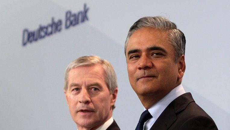 Topmannen van de Deutsche Bank Anshu Jain (rechts) en Jürgen Fitschen (links) bij de persconferentie vandaag. Beeld EPA