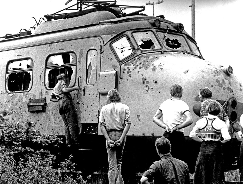 De trein bij De Punt, nadat de kaping was beëindigd.