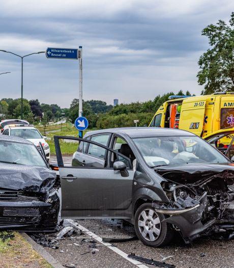 Twee gewonden en veel schade bij botsing in Hilvarenbeek