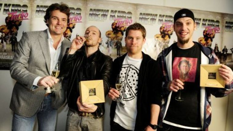 Producent Reinout Oelemans met acteurs Huub Smit, Tim Haars en Flip van der Kuil (vlnr). © anp Beeld