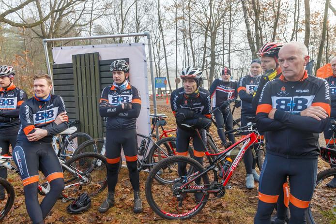 Opening van de hernieuwde MTB route WielerToerfietsClub in het Staphorster bos
