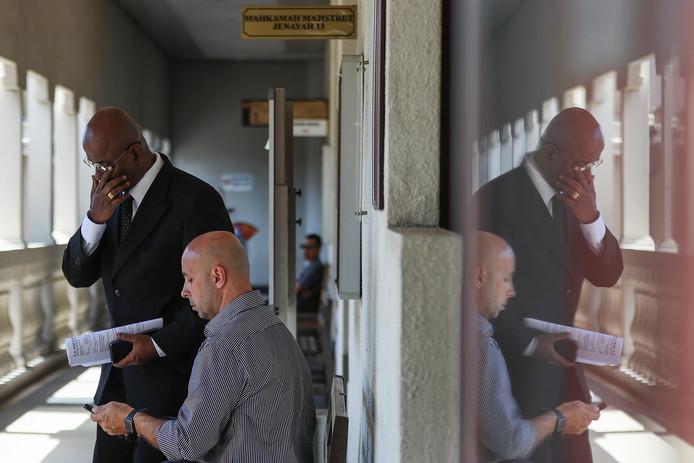 Advocaat Nair (staand) noemt het dna de 'smoking gun' in deze zaak.