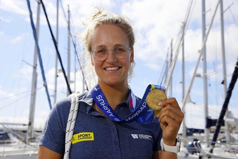 Doen wat je grote voorbeeld (Evi Van Acker) niet kon, Emma Plasschaert deed het met haar wereldtitel in Aarhus.