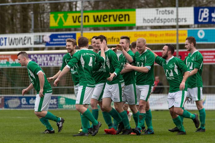 Vreugde bij Owios, dat met 3-0 won van IJVV.