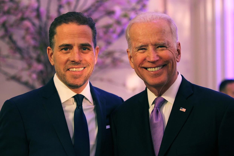 Hunter Biden naast zijn vader Joe Biden in 2016.