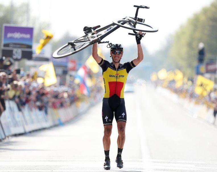Philippe Gilbert viert zijn overwinning tijdens de wielerklassieker de Ronde van Vlaanderen. Beeld ANP