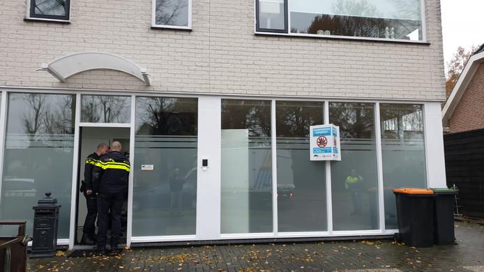 De politie deed onder meer een inval aan de Vleermuisstraat.