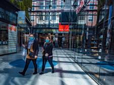IN BEELD | Waarschuwende woorden van winkeliers: 'We gaan open maar denk aan jezelf en aan elkaar!'