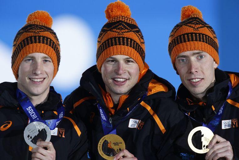 Jan Blokhuijsen (links), Sven Kramer en Jorrit Bergsma (rechts) Beeld epa