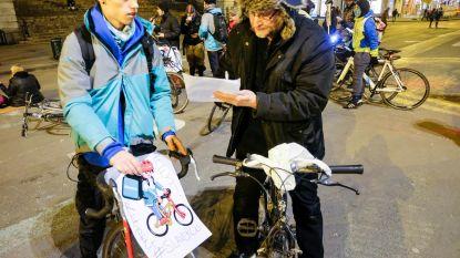 Belgische en Nederlandse Deliveroo-koeriers betogen aan Smart-kantoren