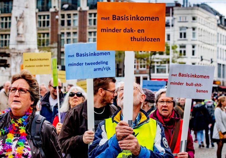 Vorig jaar was er nog een demonstratie voor de invoering van het basisinkomen. Door de coronacrisis lijkt die roep meer steun in de rug te krijgen.  Beeld ANP