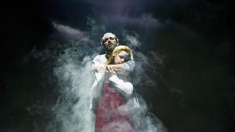 Lisse Knaapen als Sky en Matteo van der Grijn als vader van Sky. Beeld Deen van Meer