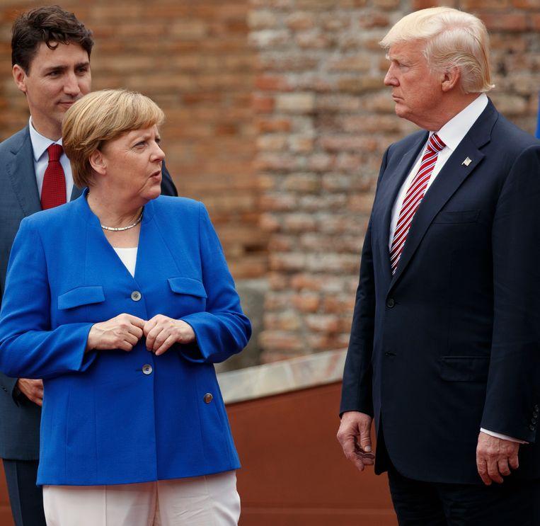 Angela Merkel en Canadees premier Justin Trudeau in gesprek met Donald Trump in mei tijdens de G7 in Italië.