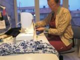 Lockdownmode: Renate maakt kleding om in thuis te werken