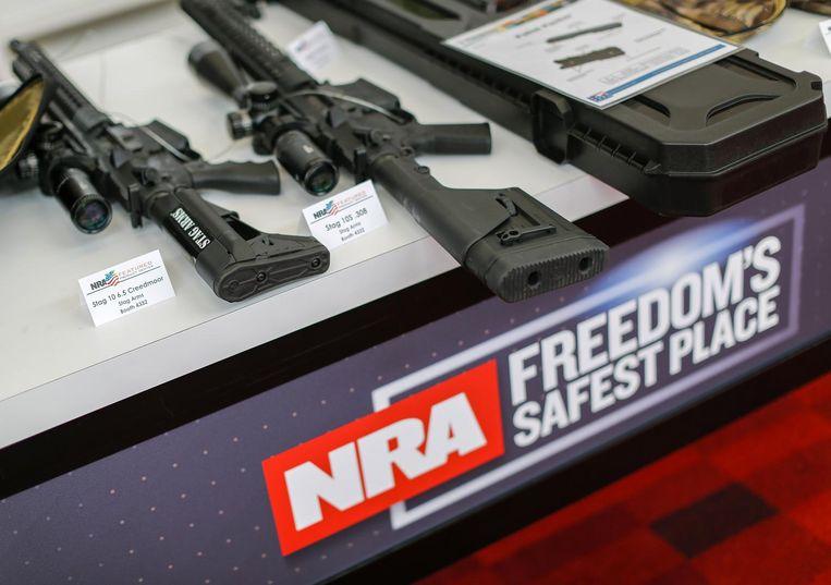 Wapens worden getoond op de jaarlijkse bijeenkomst van de National Rifle Association. Beeld epa