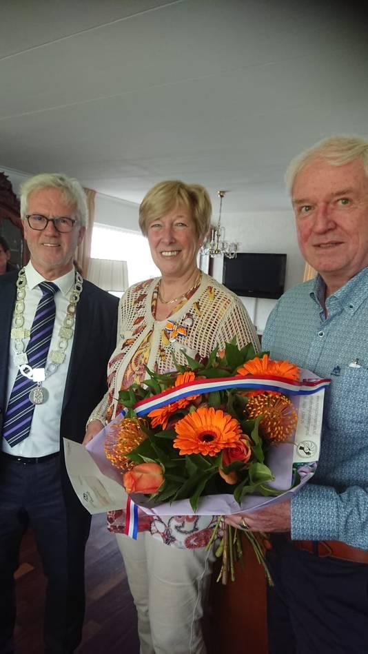 Cora Schoonderwoerd-Huisert (63, Fijnaart) - Lid in de Orde van Oranje-Nassau