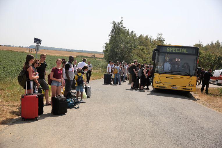 Reizigers van een Thalys-trein worden overgebracht naar Edingen nadat hun trein geblokkeerd stond op de sporen in Marcq.