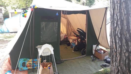 Een tent van De Waard op een camping in Italië.
