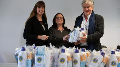 Lions Club Fiere Margriet schenkt pakketten aan OCMW
