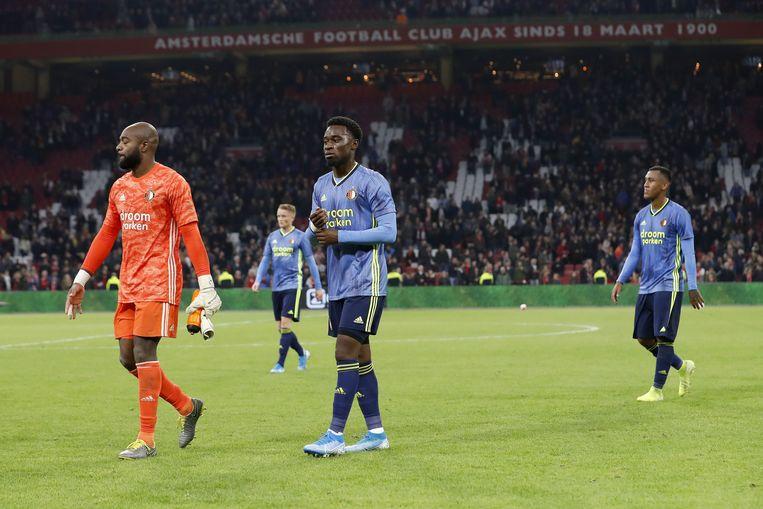 Feyenoord verlaat het veld na de nederlaag tegen Ajax in Amsterdam. Beeld ANP Sport