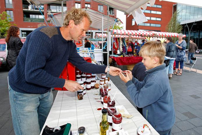 Markt op het Meerpaalplein. Een streekmarkt, dus niet de weekmarkt.