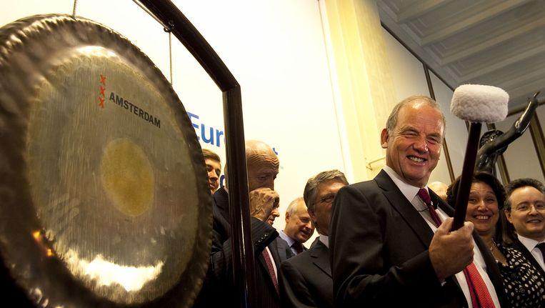 Niek Hoek in 2009, toen hij bij de eerste handelsdag van Delta Lloyd de beurs opende. Beeld anp