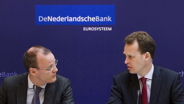 President Klaas Knot (L) en directielid Frank Elderson tijdens de presentatie van het jaarverslag 2014 van de Nederlandsche Bank. Beeld ANP