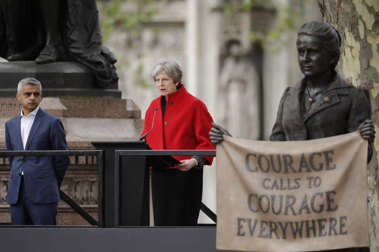 London, Engeland - 24 april 2018. De Britse premier Theresa May geeft een speech tijdens de onthulling van het  het beeld van Millicent Fawcett Beeld Getty Images