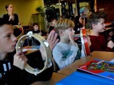 Trommelen in de klas: Oppositie strijdt voor terugkeer van het muziekonderwijs