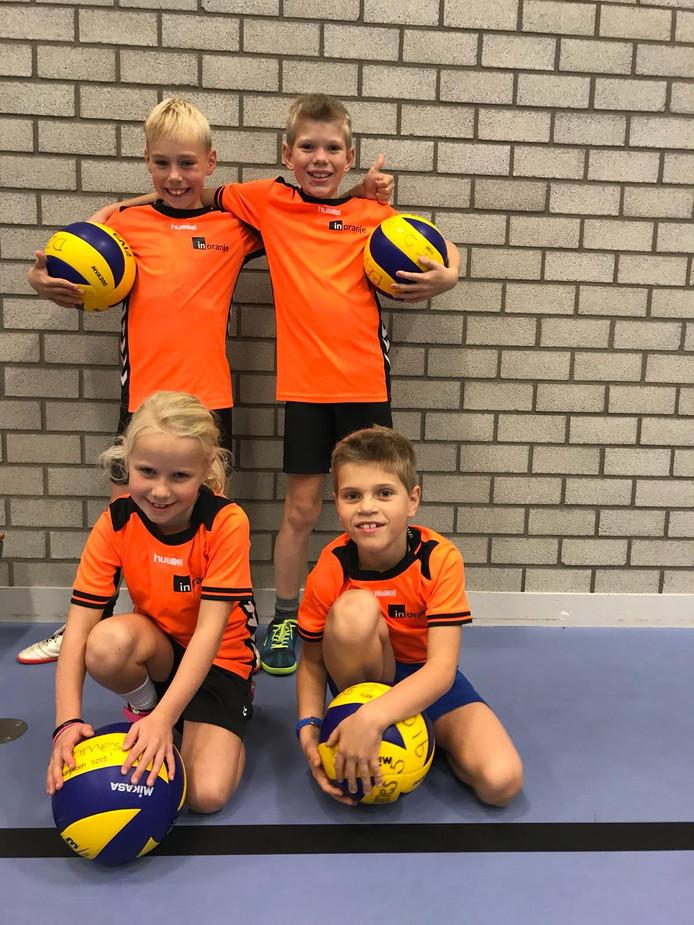 Leerlingen van de SportBSO Raalte en Lemelerveld hebben een maand volleybaltechnieken geoefend. Woensdag kijkt Oranjespeelster Kirsten Knip of het nog ietsje beter kan.