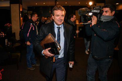 Is er een formateur in de zaal? Terwijl Gent instemt met collectieve verkoop voetbalcontract, blijft Antwerp dwarsliggen