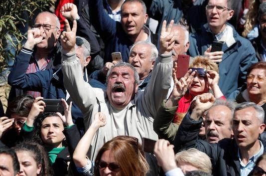Aanhangers van Kılıçdaroglu tonen hun ongenoegen na de aanval op de CHP-politicus.