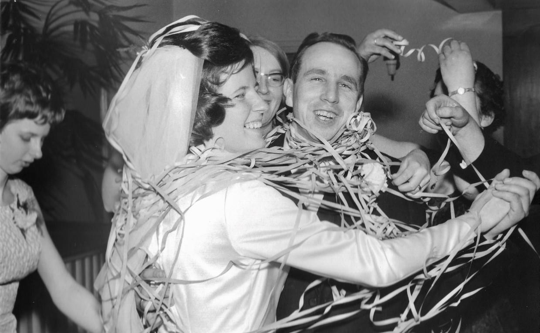 Herman Schepers en zijn vrouw Rikie bij hun bruiloft in 1966.