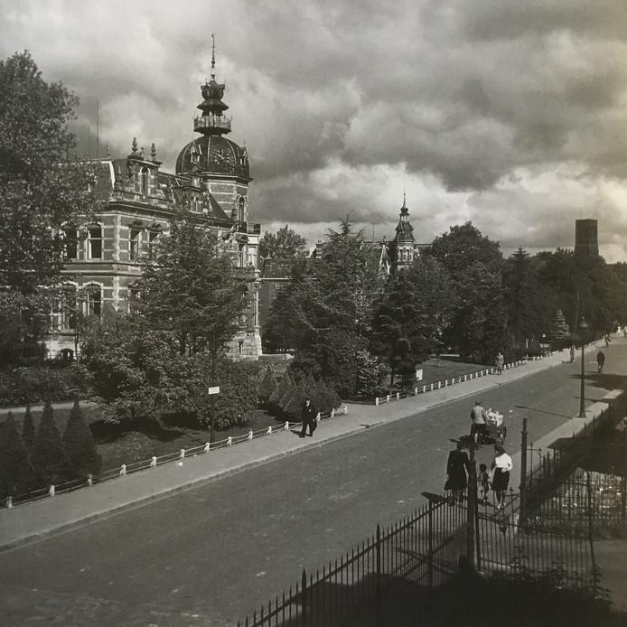 Molenstraat in 1942 nog volop in het groen. Foto Leo van den Bergh.  Stadsarchief Oss