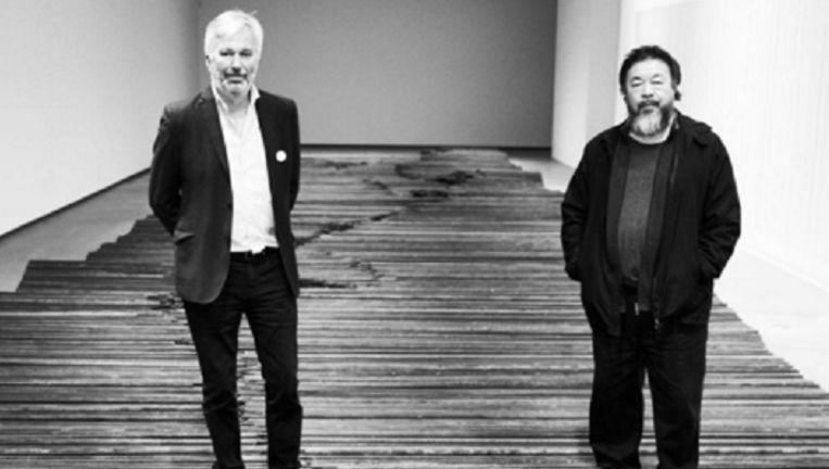 Directeur Jens Faurschou (L) van de tentoonstellingsruimte samen met de Chinese kunstenaar Ai Weiwei Beeld Instagram Ai Weiwei