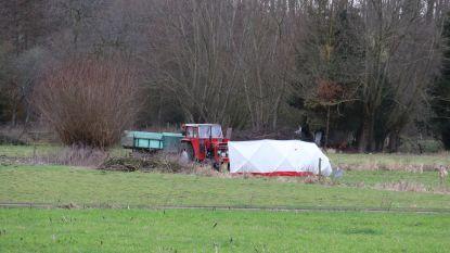 Boer (48) overlijdt nadat hij met kleding komt vast te zitten in aandrijfas van tractor