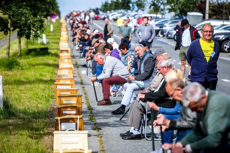 788 vinkeniers op een rijtje aan de Provinciebaan tussen Kortemark en Ichtegem, in 2018.